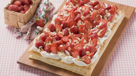 Rezept: Erdbeerkuchen mit Blätterteigboden