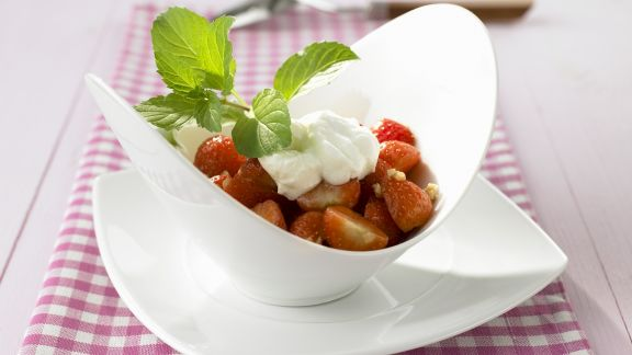 Rezept: Erdbeersalat mit Sojacreme