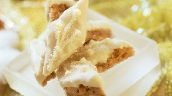 Rezept: Erdnuss-Rauten mit weißer Schokolade