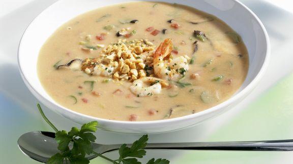 Rezept: Erdnusssuppe mit Shrimps