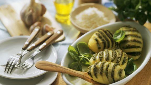 Rezept: Fächerkartoffeln mit Pesto
