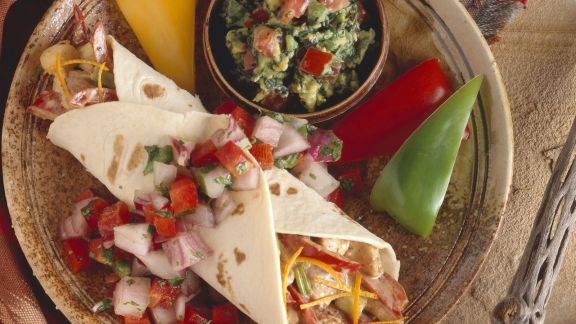 Rezept: Fajita mit Hähnchen, Guacamole und Salsa