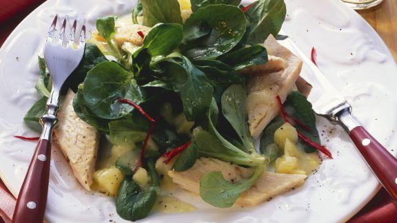 Rezept: Feldsalat mit Forelle und Kartoffelvinaigrette