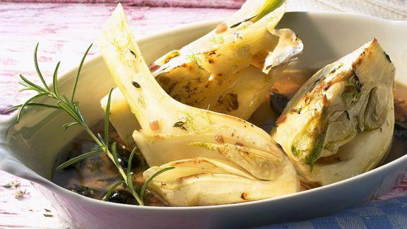 Rezept: Fenchel aus dem Ofen mit Oliven und Rosmarin