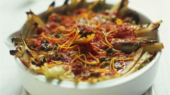 Rezept: Fenchel-Tomaten-Auflauf mit Oliven und Orangenabrieb
