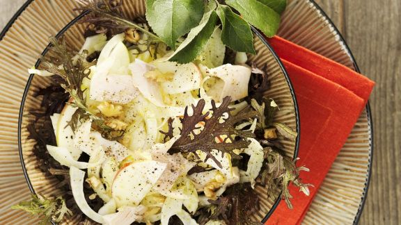 Rezept: Fenchelsalat mit Apfel und geräucherter Forelle