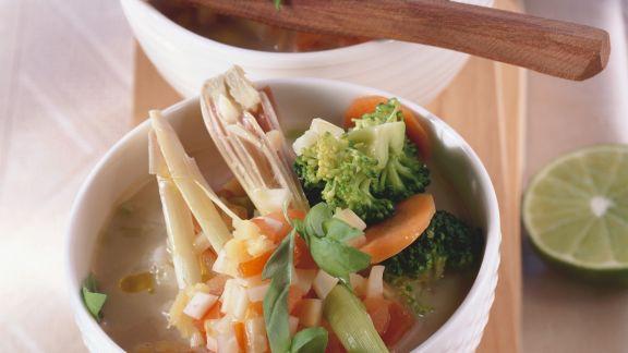 Rezept: Feurige Brokkolisuppe mit Kokosmilch