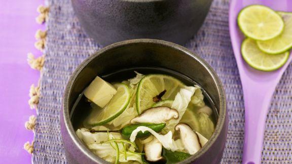 Rezept: Feurige Limettensuppe mit Pilzen und Tofu