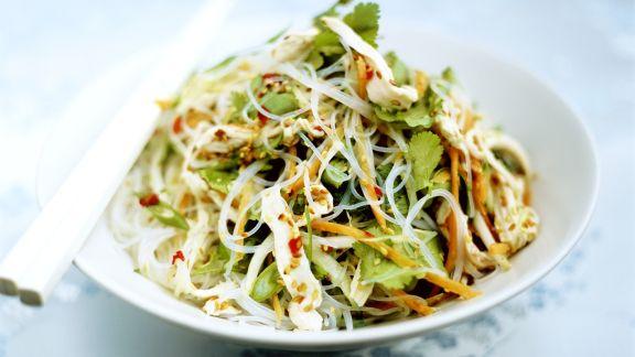 Rezept: Feuriger Glasnudel-Hähnchen-Salat mit Koriander