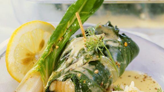 Rezept: Fisch im Mangoldmantel mit Weinsauce