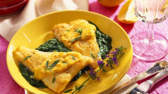 Rezept: Fisch in Eihülle auf Spinat