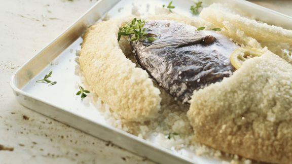 Rezept: Fisch in Salzkruste auf kanarische Art