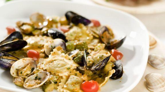 Rezept: Fisch-Ravioli mit Muschelsoße