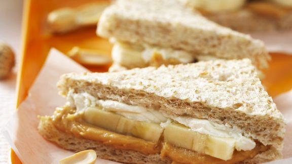 Rezept: Fisch-Tramezzini mit Erdnussbutter und Banane