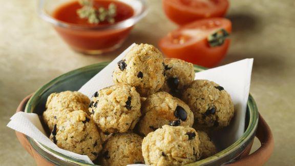 Rezept: Fischbällchen mit Oliven dazu Tomatensoße