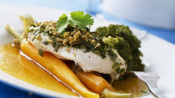 """Rezept: Fischfilet """"en papilotte"""" mit Möhren und Brokkoli"""