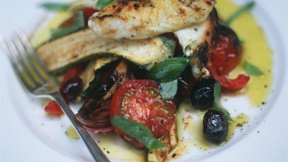 Rezept: Fischfilet mit gebackenem Sommergemüse