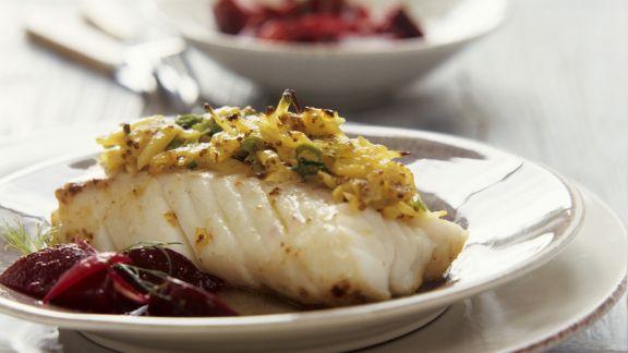 Rezept: Fischfilet mit Senf-Kartoffel-Haube und Rote-Bete-Gemüse