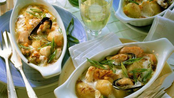 Rezept: Fischgratin mit Lauchzwiebeln und Muscheln