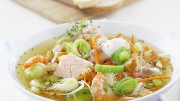 Rezept: Fischsuppe mit Gemüse und Croutons