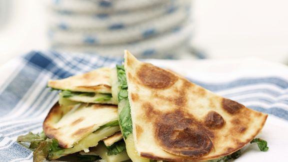 Rezept: Fladenbrot mit Käse-Rucola-Füllung