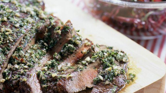 Rezept: Flank Steak mit Knoblauch und Petersilie