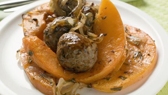 Rezept: Fleischbällchen mit gebratenen Kürbisstücken