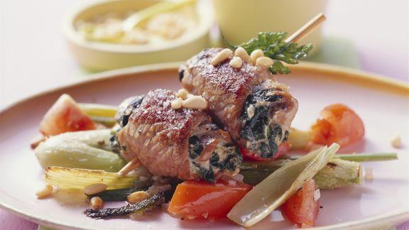 Rezept: Fleischröllchen-Spieß mit Tomaten und Fenchel