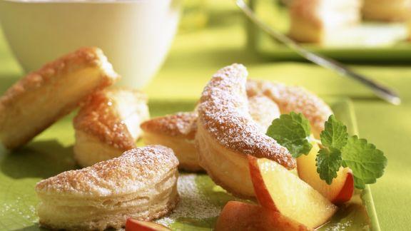 Rezept: Fleurons mit frischen Pfirsichen