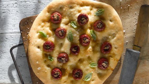 Rezept: Focaccia mit gefüllten kleinen Tomaten