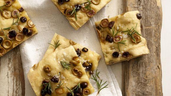 Rezept: Focaccia mit Oliven und Rosmarin
