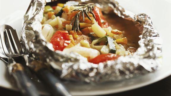 Rezept: Folien-Lachs mit Gemüse