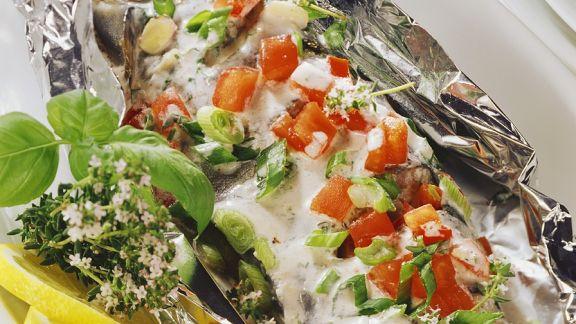 Rezept: Forelle mit Gemüse in der Folie gegart