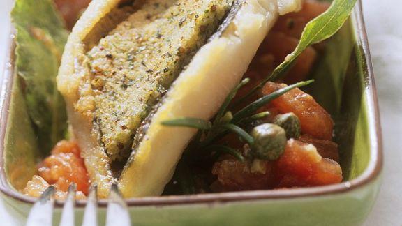 Rezept: Forelle mit Kräuterkruste auf Tomaten