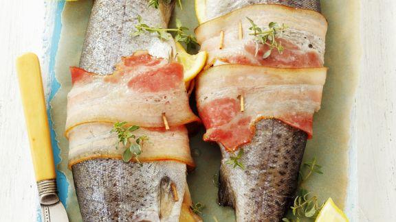 Rezept: Forellen mit Füllung und Speck umwickelt