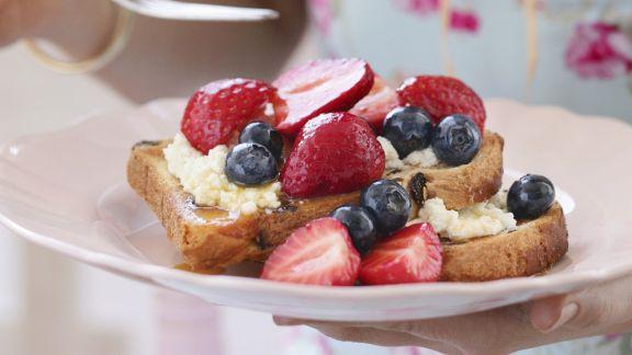 Rezept: French Toast mit Beeren