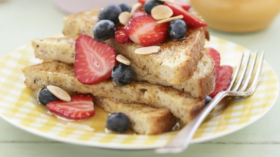 french toast mit sommerbeeren rezept eat smarter. Black Bedroom Furniture Sets. Home Design Ideas