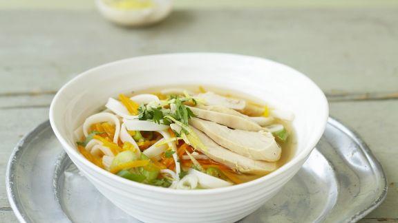 Rezept: Frische Hühnersuppe mit Reisnudeln und Ingwer