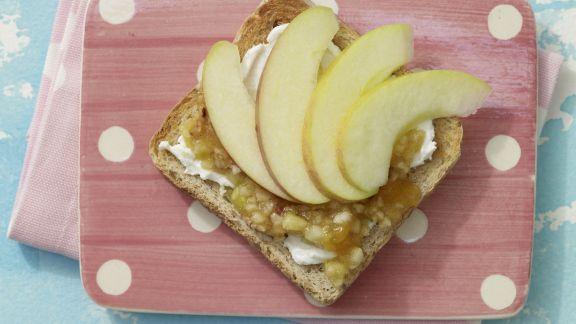 Rezept: Frischer Obst-Toast mit Quark