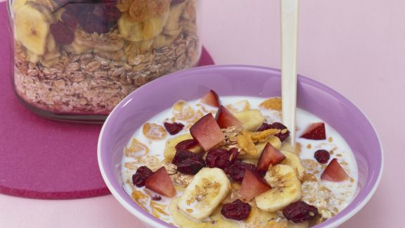 Rezept: Frisches Müsli mit Trocken-Bananen und Cranberries