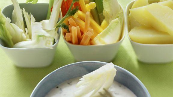 Rezept: Frischkäse-Fondue mit Gemüse und Obst