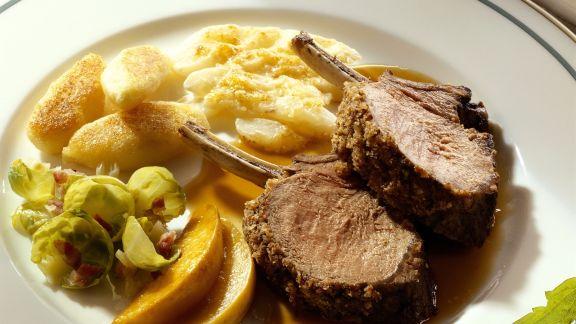 Rezept: Frischlingsrücken mit überbackenen Schwarzwurzeln und Kartoffelnudeln