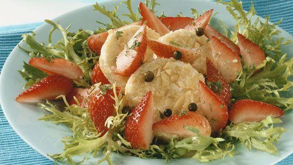 Rezept: Friséesalat mt Erdbeeren und Käse