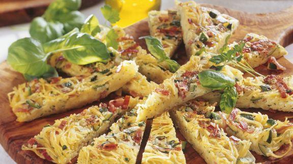 Rezept: Frittata mit Nudeln und Speck