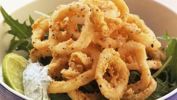 Rezept: Frittierte Calamari mit Kräuterquark