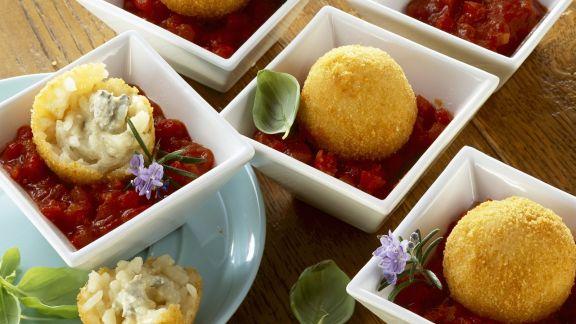 Rezept: Frittierte Reisbällchen mit Tomatensoße
