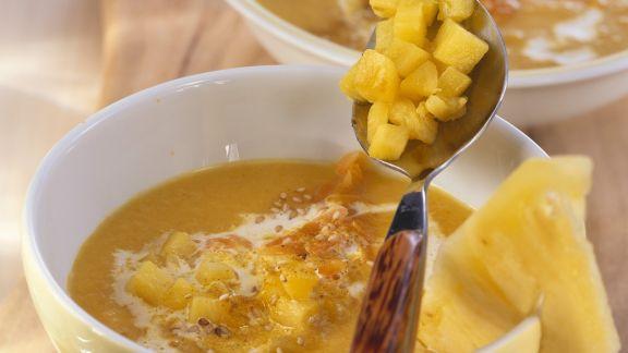 Rezept: Fruchtige Karotten-Ingwer-Suppe mit Sesam
