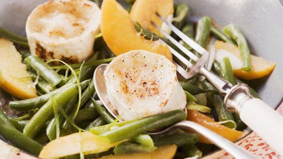 Rezept: Fruchtiger Bohnensalat mit gegrilltem Ziegenkäse