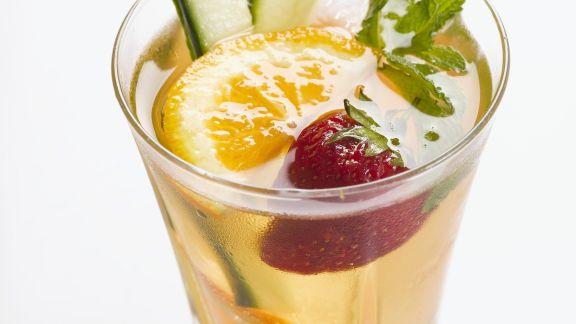 Rezept: Fruchtiger Cocktail mit Orange und Gurke