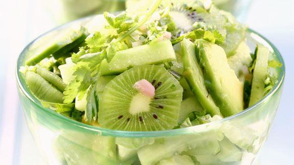 Rezept: Fruchtiger Gurken-Avocado-Salat